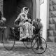 Il y a 125 ans : L'esprit pratique féminin fait de l'automobile un objet… utile !